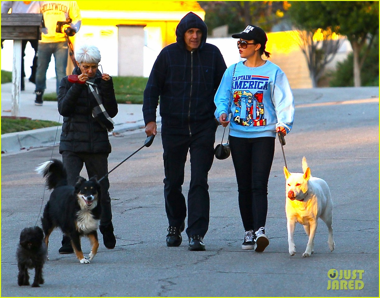 amanda bynes saturday stroll with parents pups 103007590