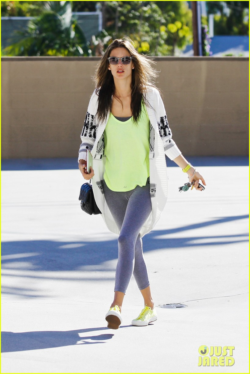alessandra ambrosio steps out in new york after thanksgiving 09