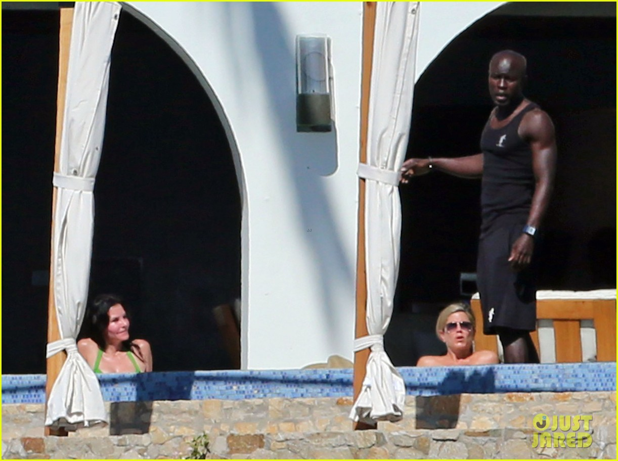 jennifer aniston wears barely there bikini in cabo 11