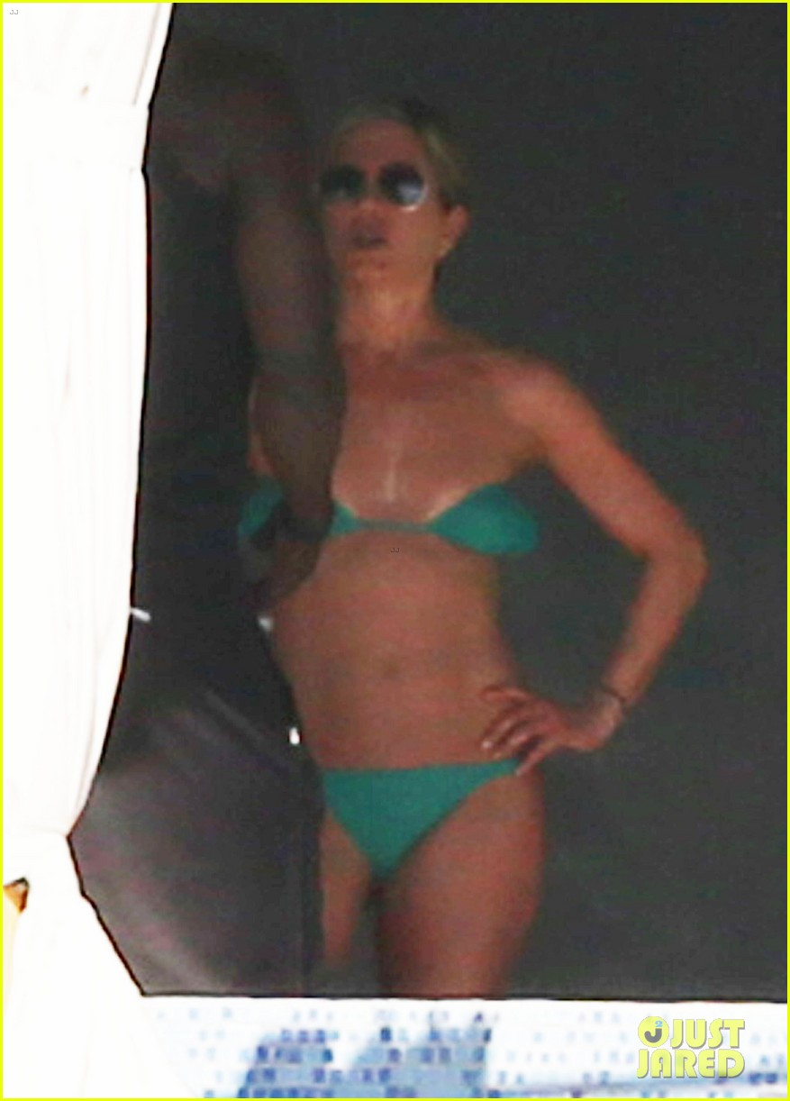 jennifer aniston wears barely there bikini in cabo 18