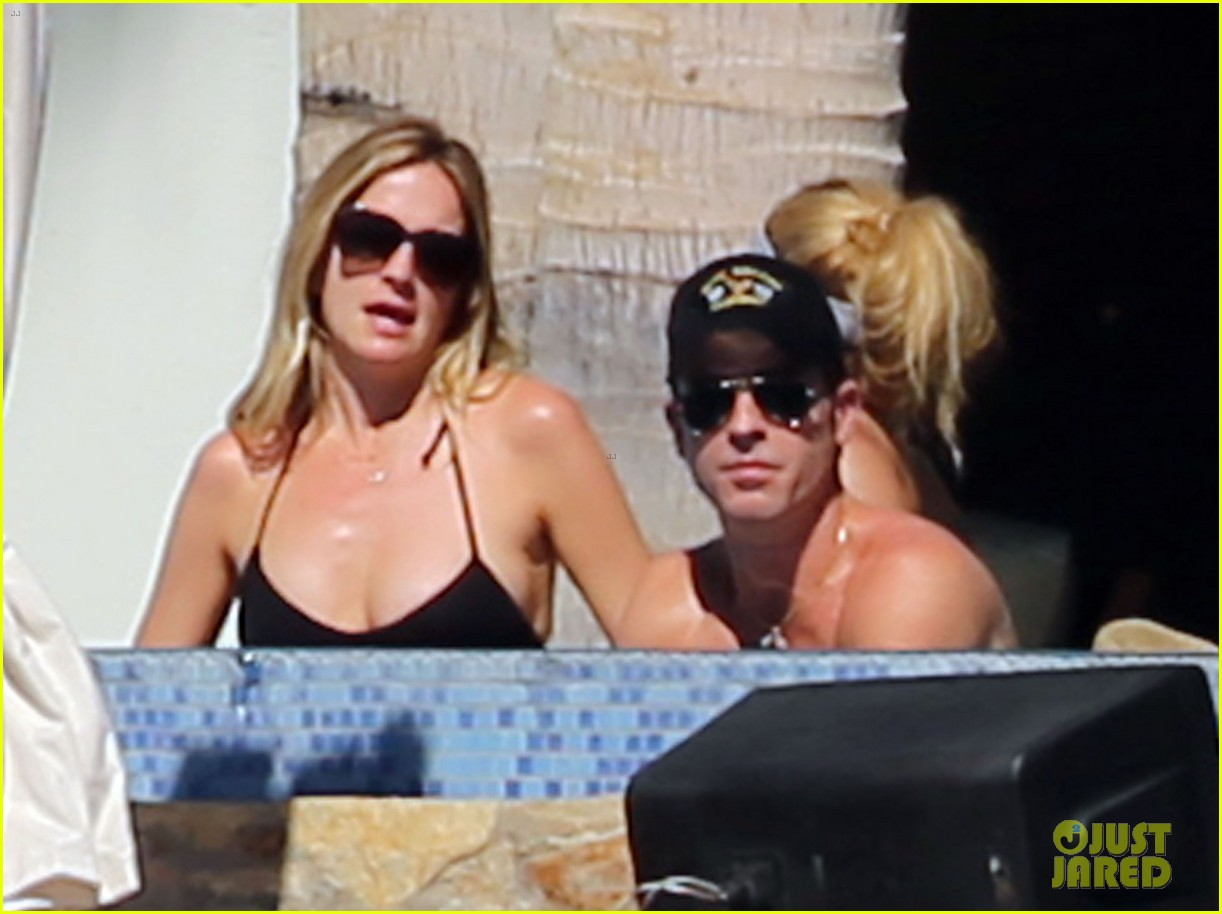 jennifer aniston wears barely there bikini in cabo 20