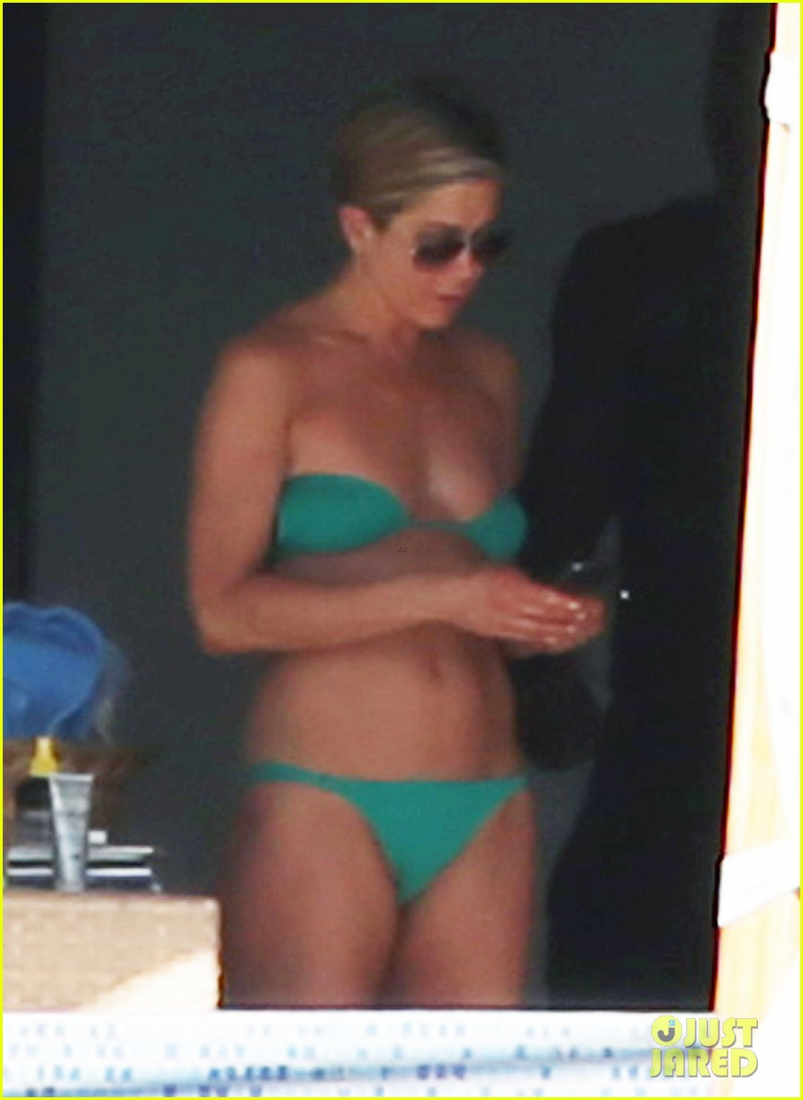 jennifer aniston wears barely there bikini in cabo 24
