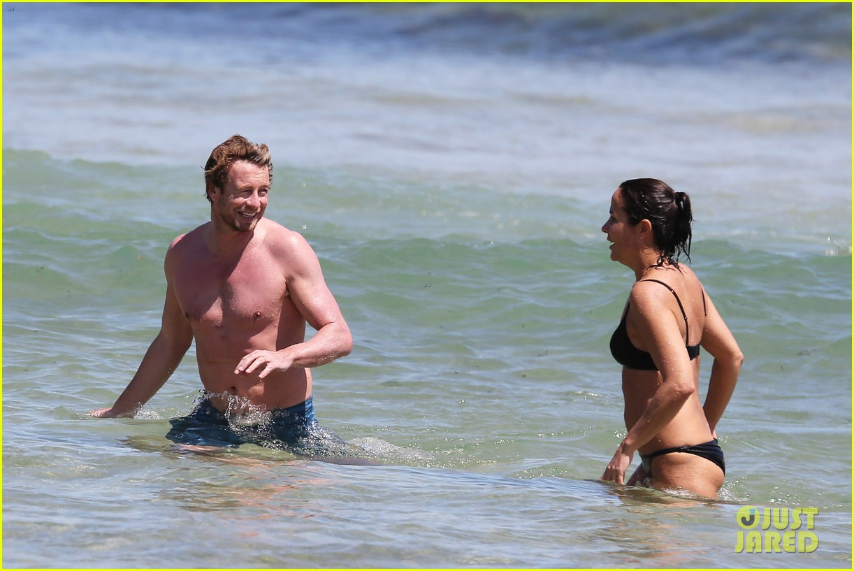 simon baker shirtless beach day with wife rebecca rigg 11