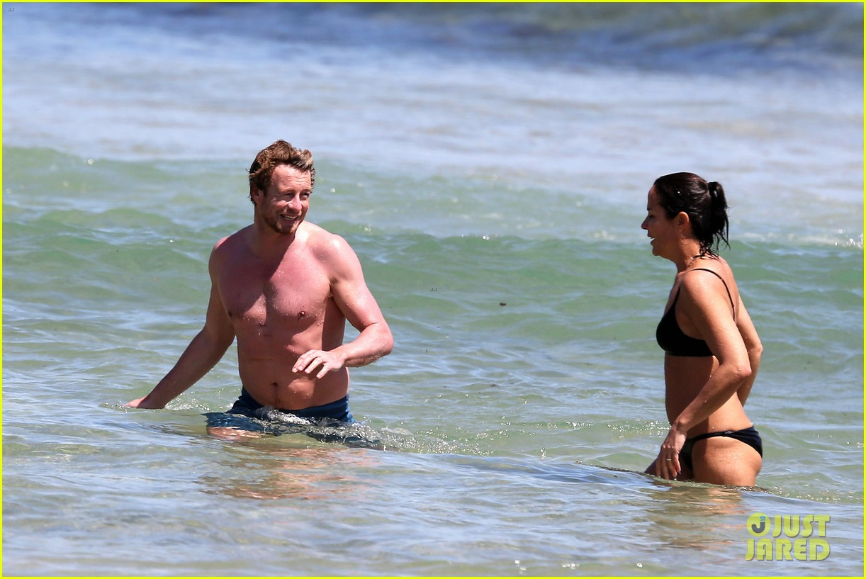 simon baker shirtless beach day with wife rebecca rigg 15