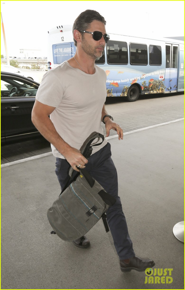 eric bana looks super buff while flying out of los angeles 14
