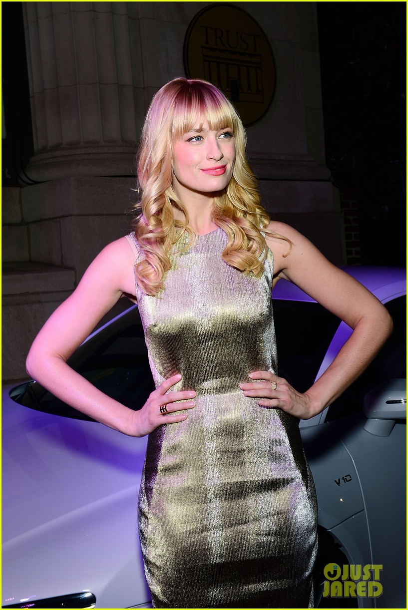 2 broke girls beth behrs celebrates style in philadelphia 083015201