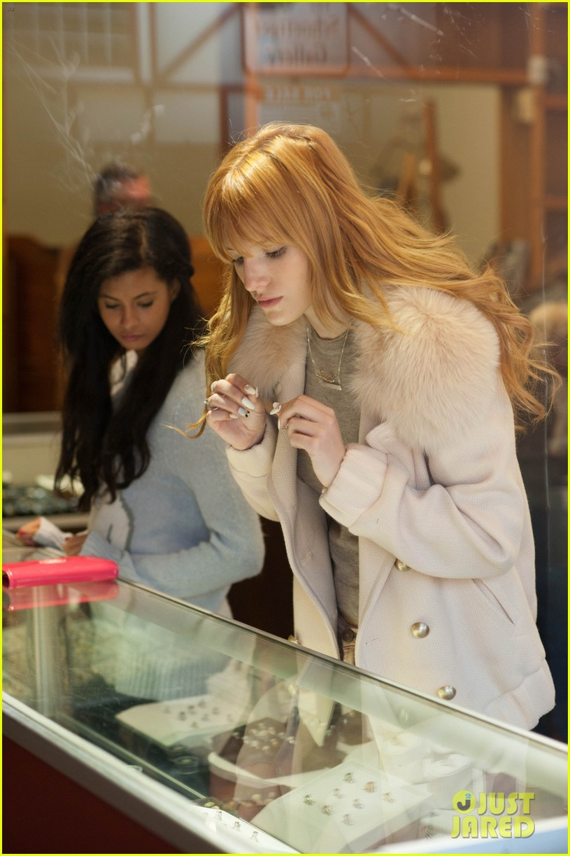 bella thorne big bear shopping trip 03