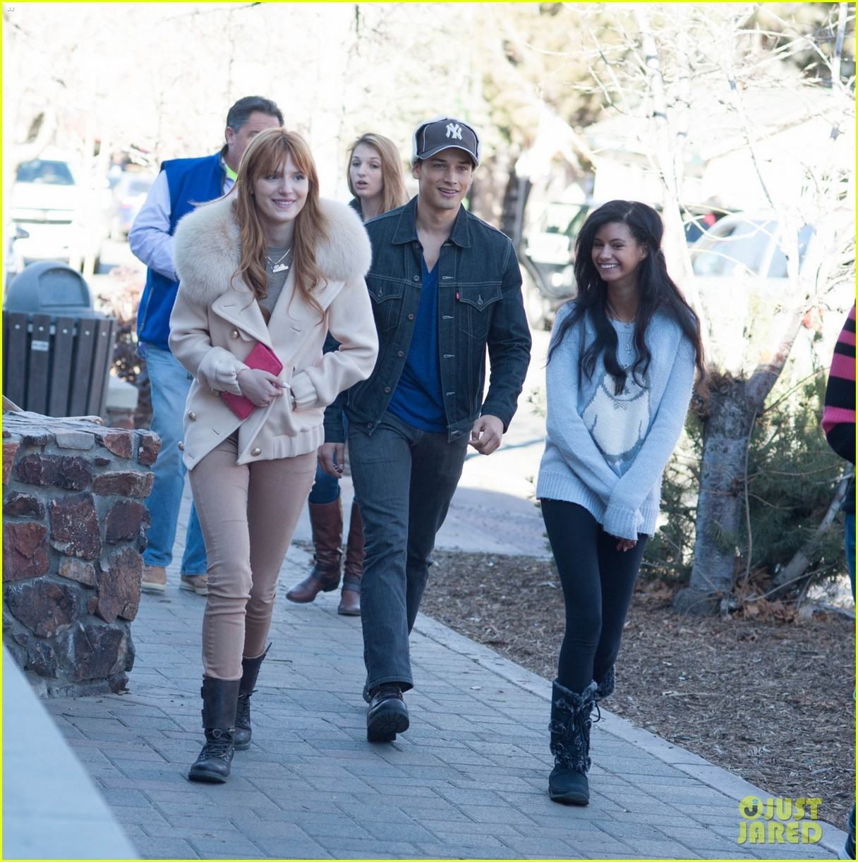 bella thorne big bear shopping trip 053019528