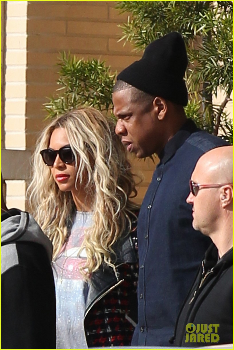 beyonce displays legs for days while shopping with jay z 083004883