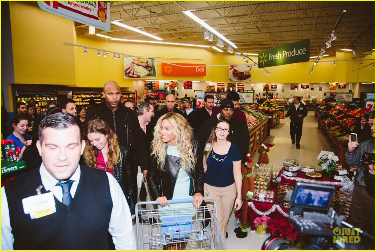 beyonce surprise shopping trip to walmart 053015686
