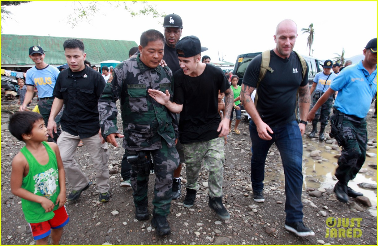 justin bieber meets phillippenes typhoon victims 10