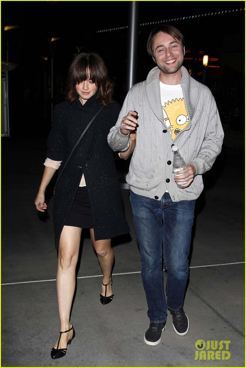 alexis bledel movie date with fiance vincent kartheiser 01