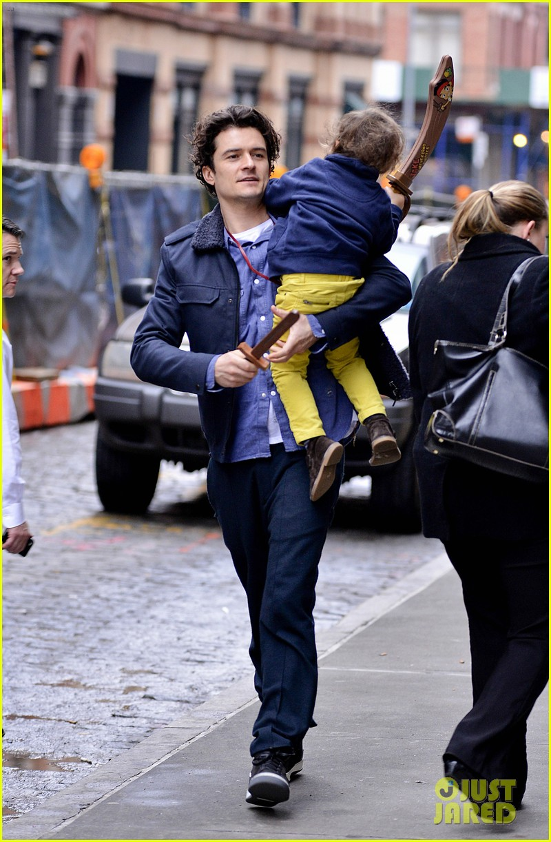 orlando bloom flynn play with toy swords in the big apple 10