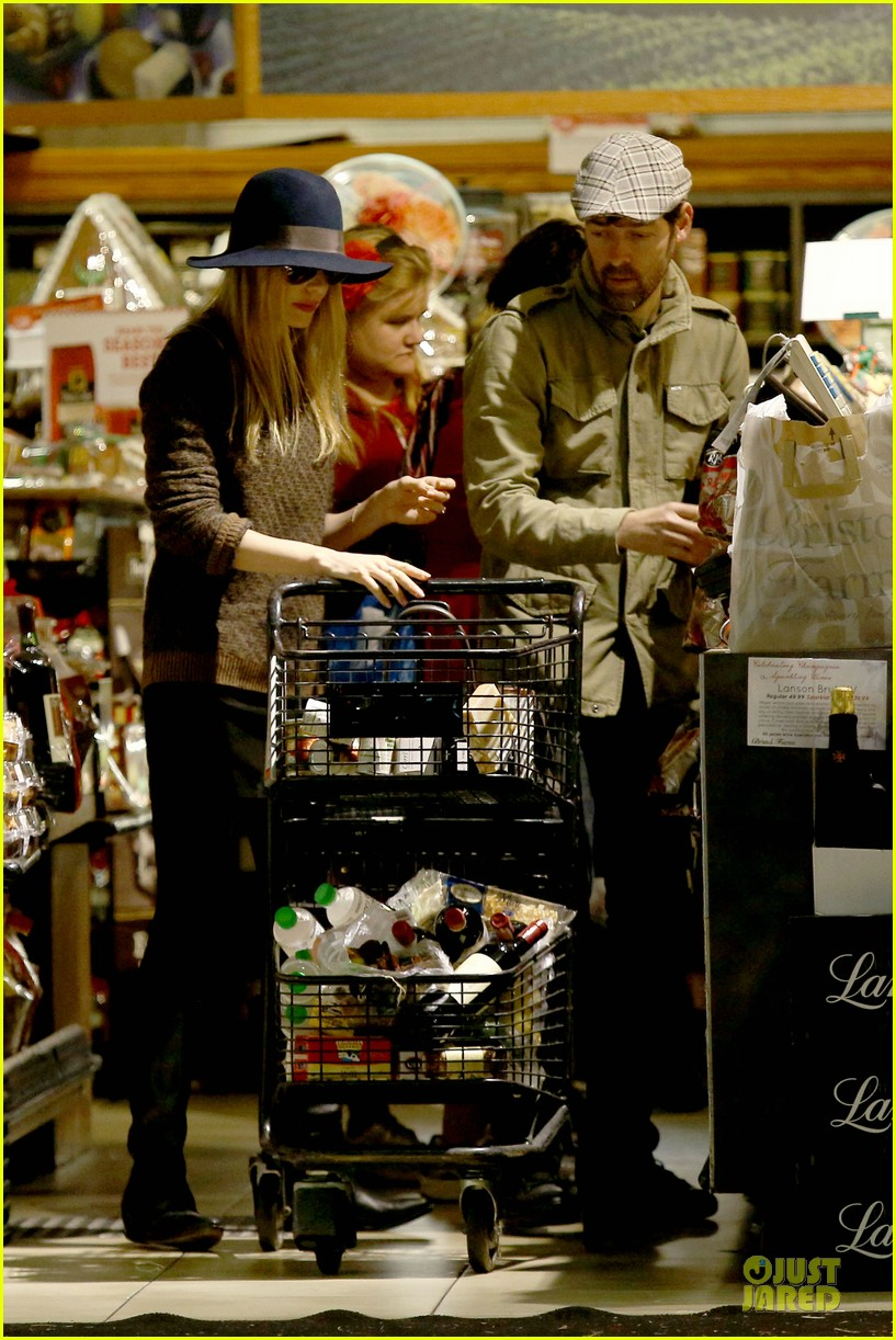 kate bosworth michael polish grocery run before holidays 08