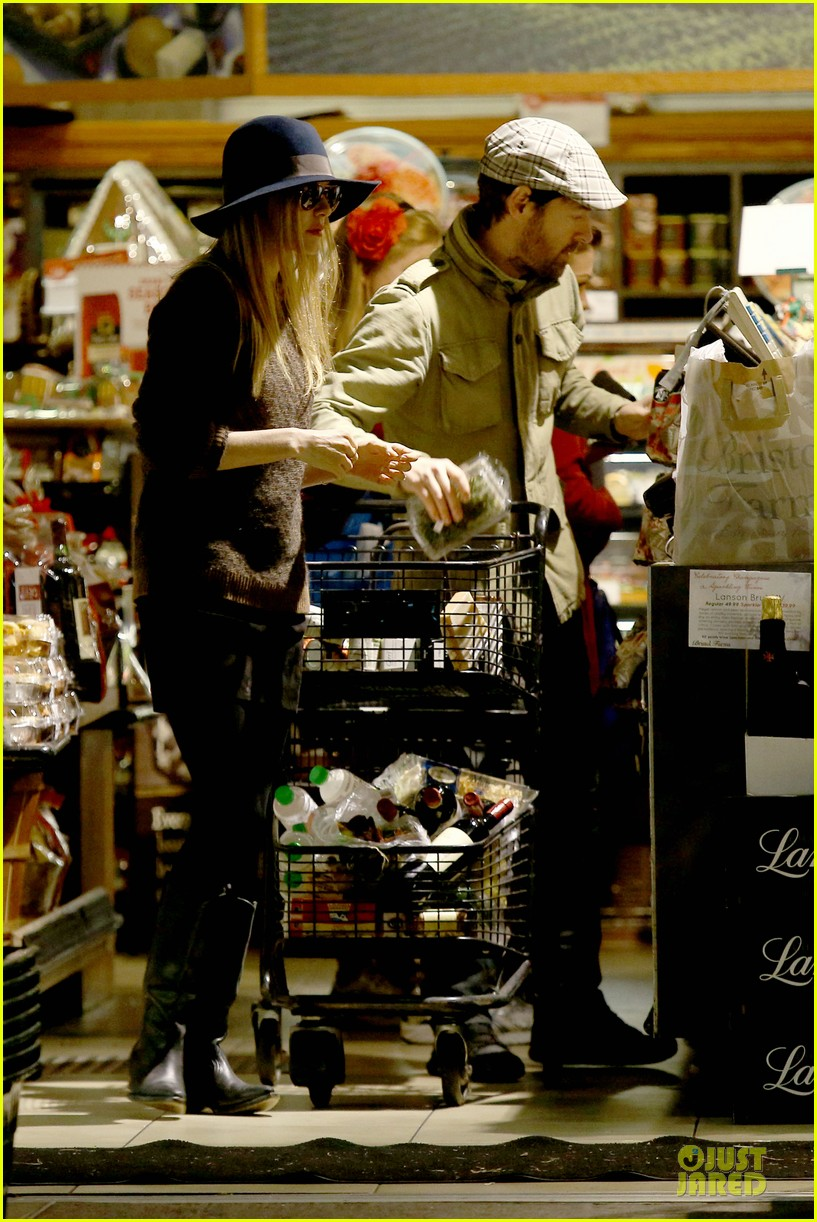 kate bosworth michael polish grocery run before holidays 22