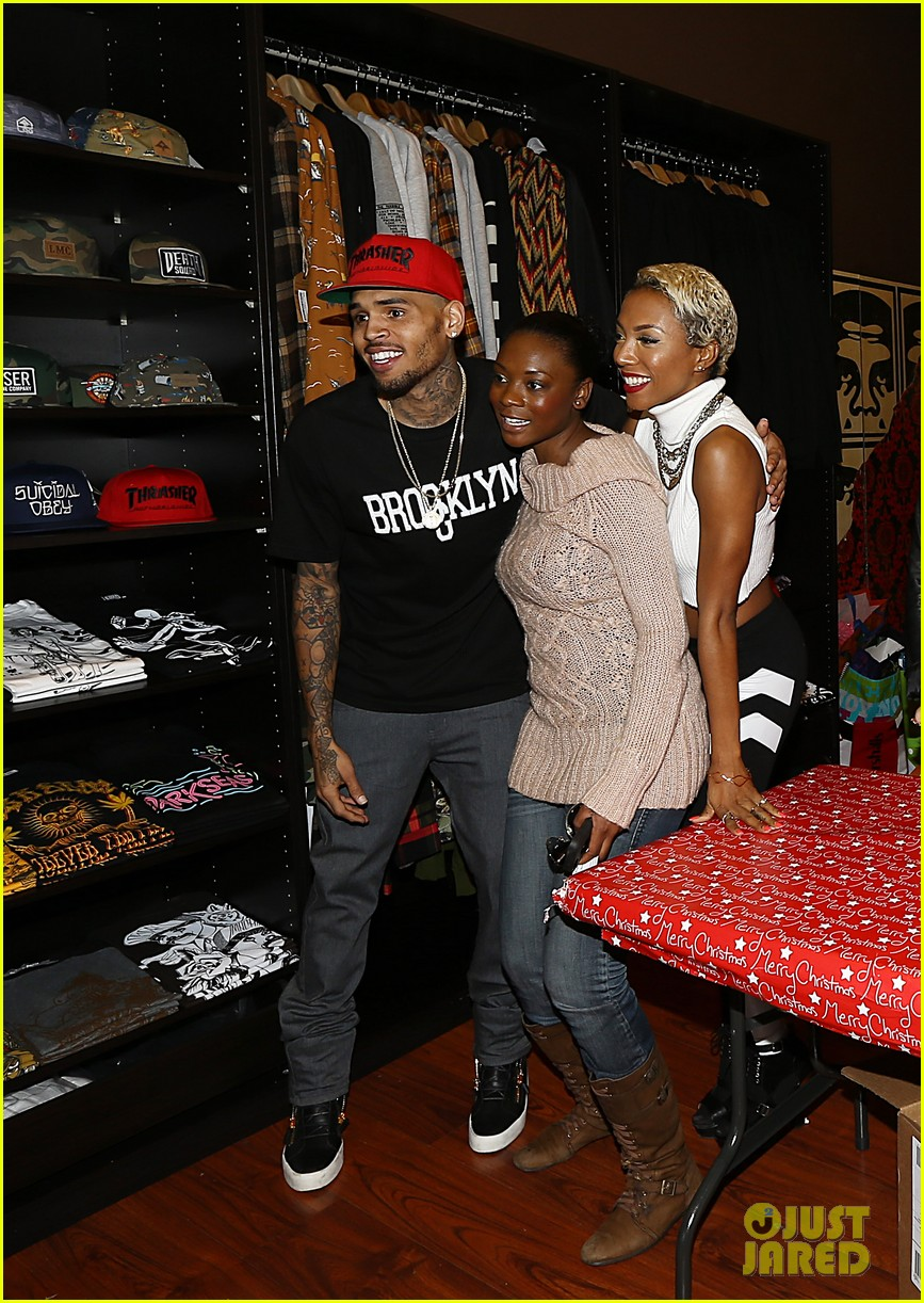 chris brown brooklyn projects christmas toy drive 02