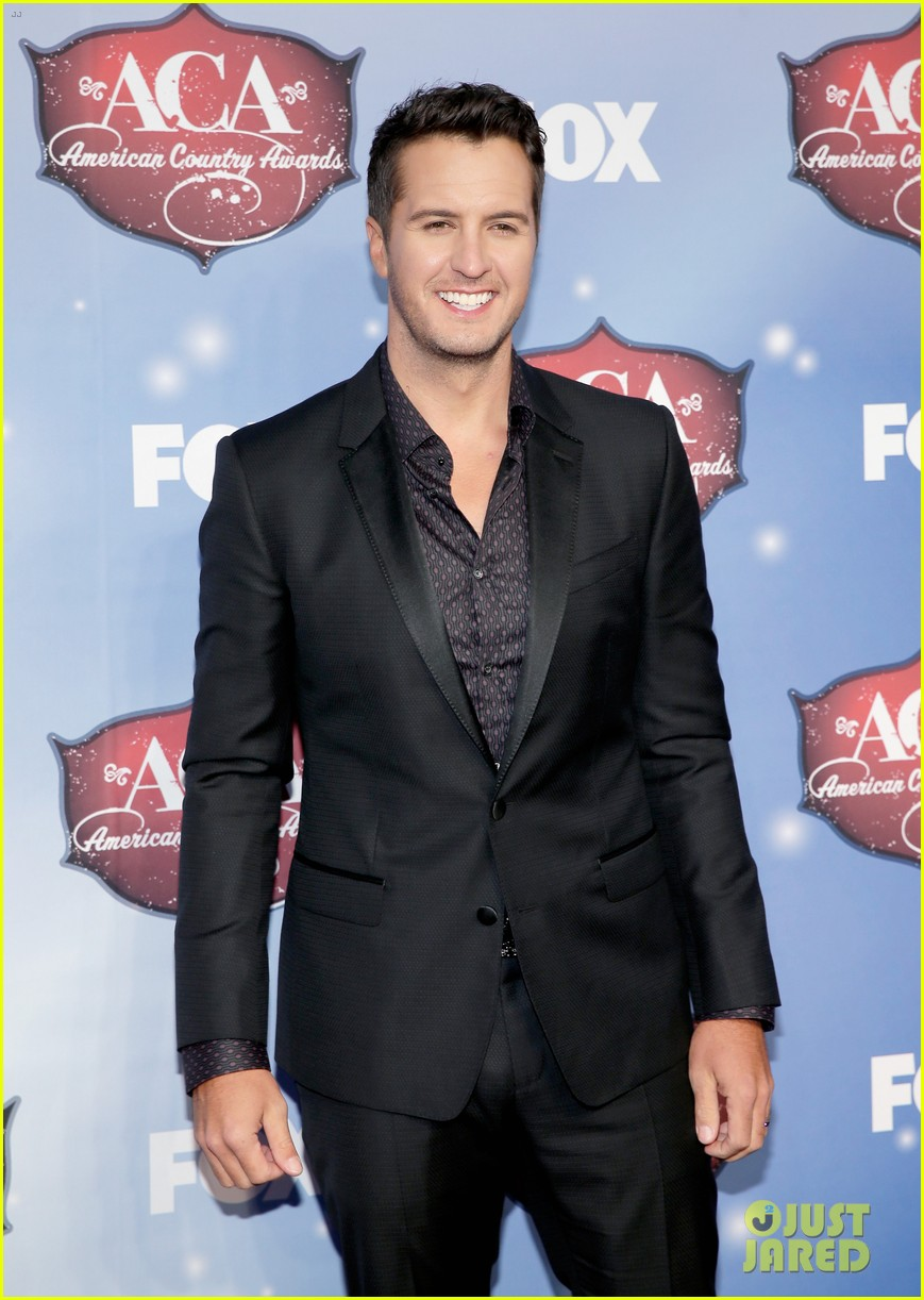 luke bryan wins male artist of the year at acas 2013 023009279