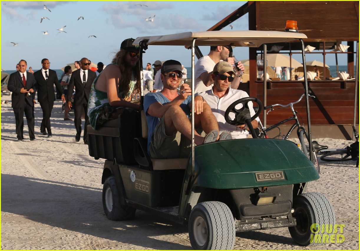 gerard butler kicks back takes photos during golf cart ride 17