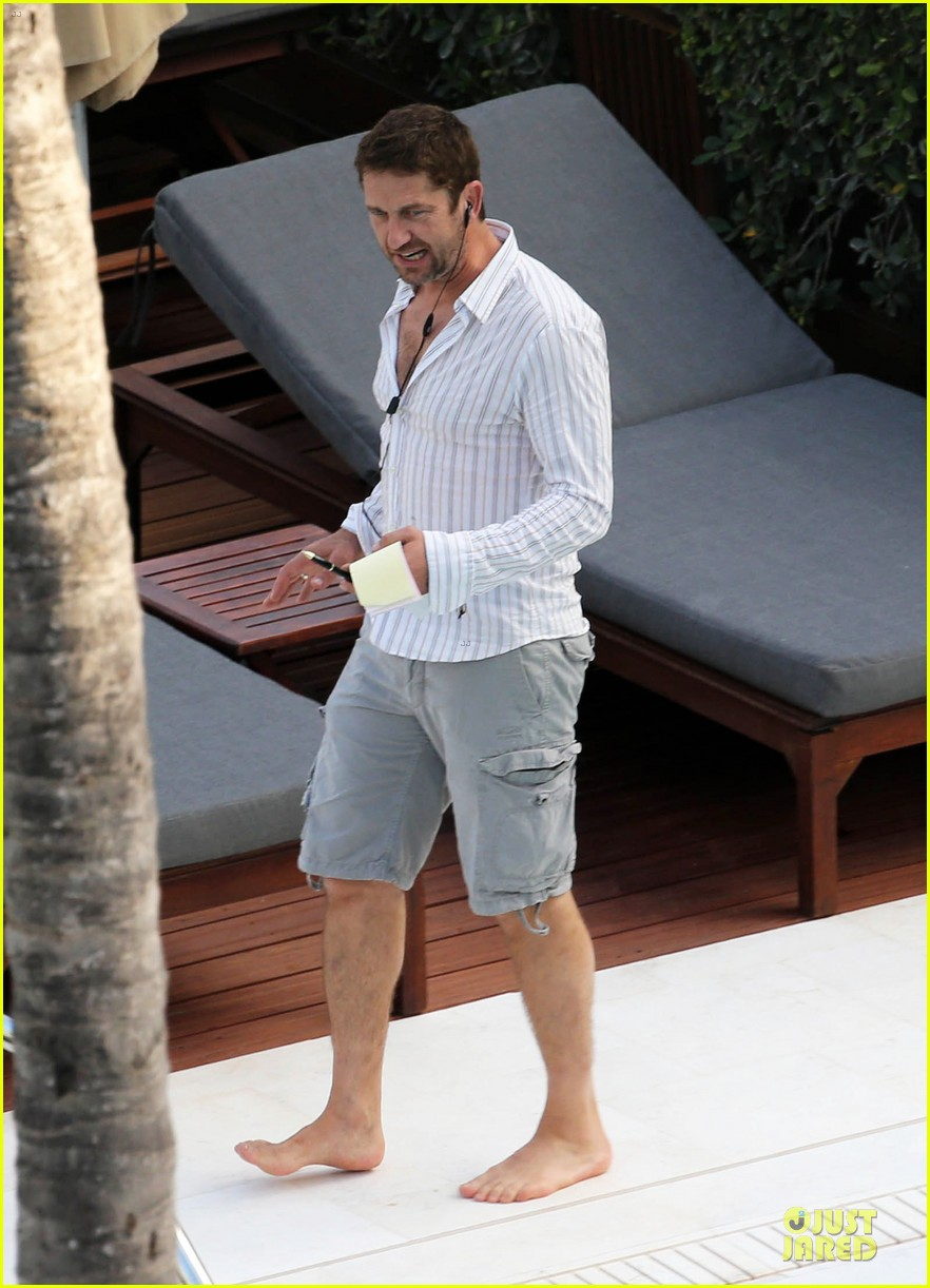 gerard butler relaxes at miami hotel pool with friends 13