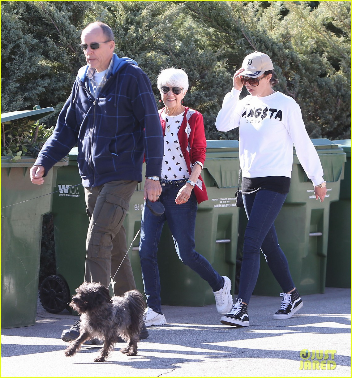 amanda bynes steps out with parents after rehab 01