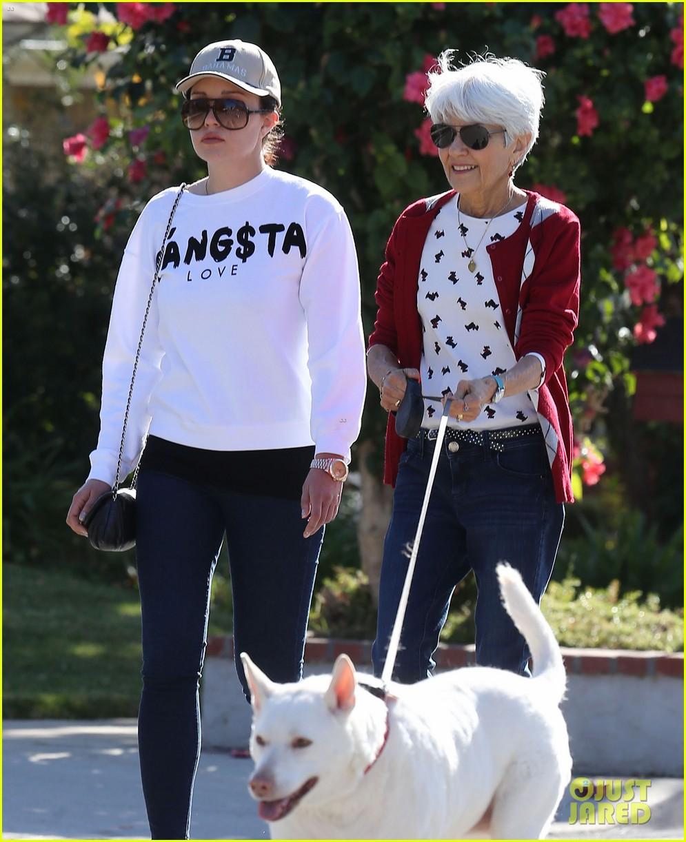 amanda bynes steps out with parents after rehab 273005724