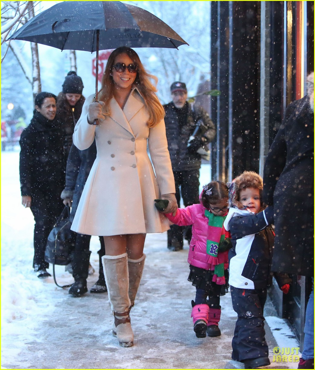 mariah carey snowy aspen shopping with the twins 01