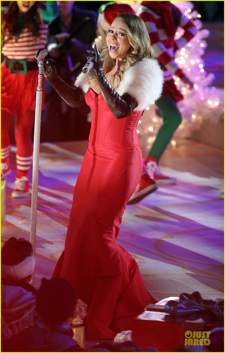 mariah carey rockfeller center christmas tree lighting 2013 performer 033004626