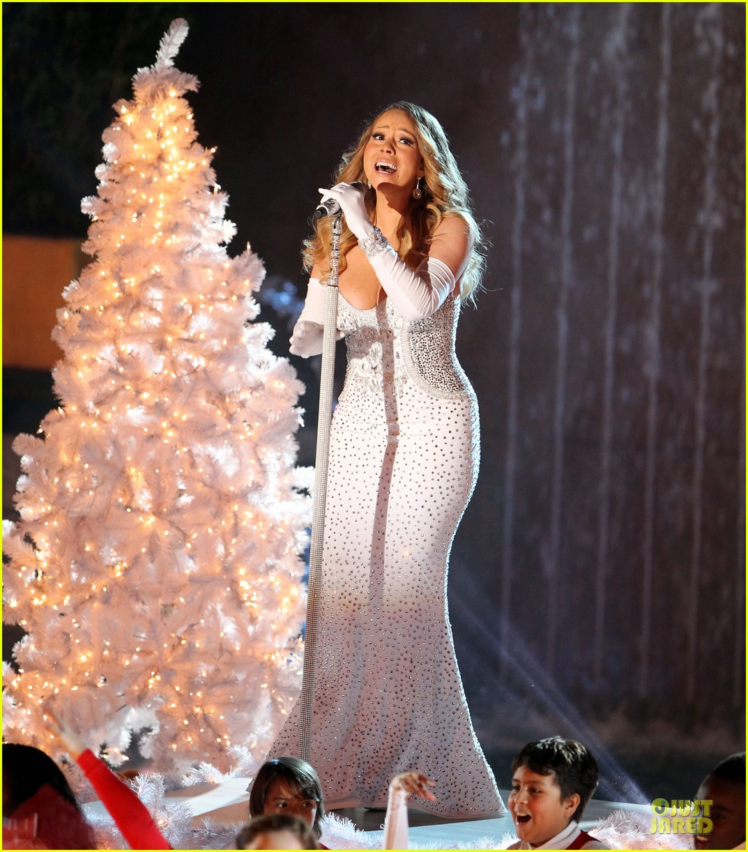 mariah carey rockfeller center christmas tree lighting 2013 performer 103004633