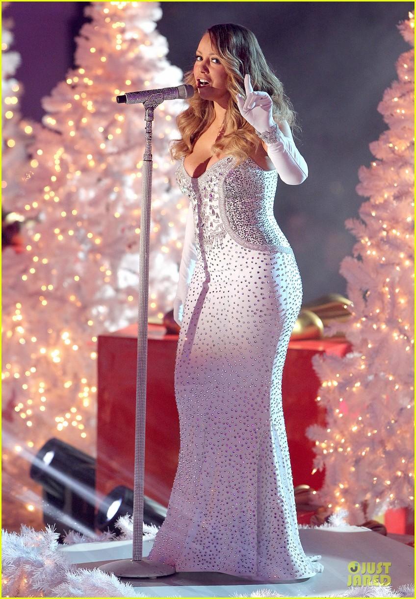 mariah carey rockfeller center christmas tree lighting 2013 performer 283004651
