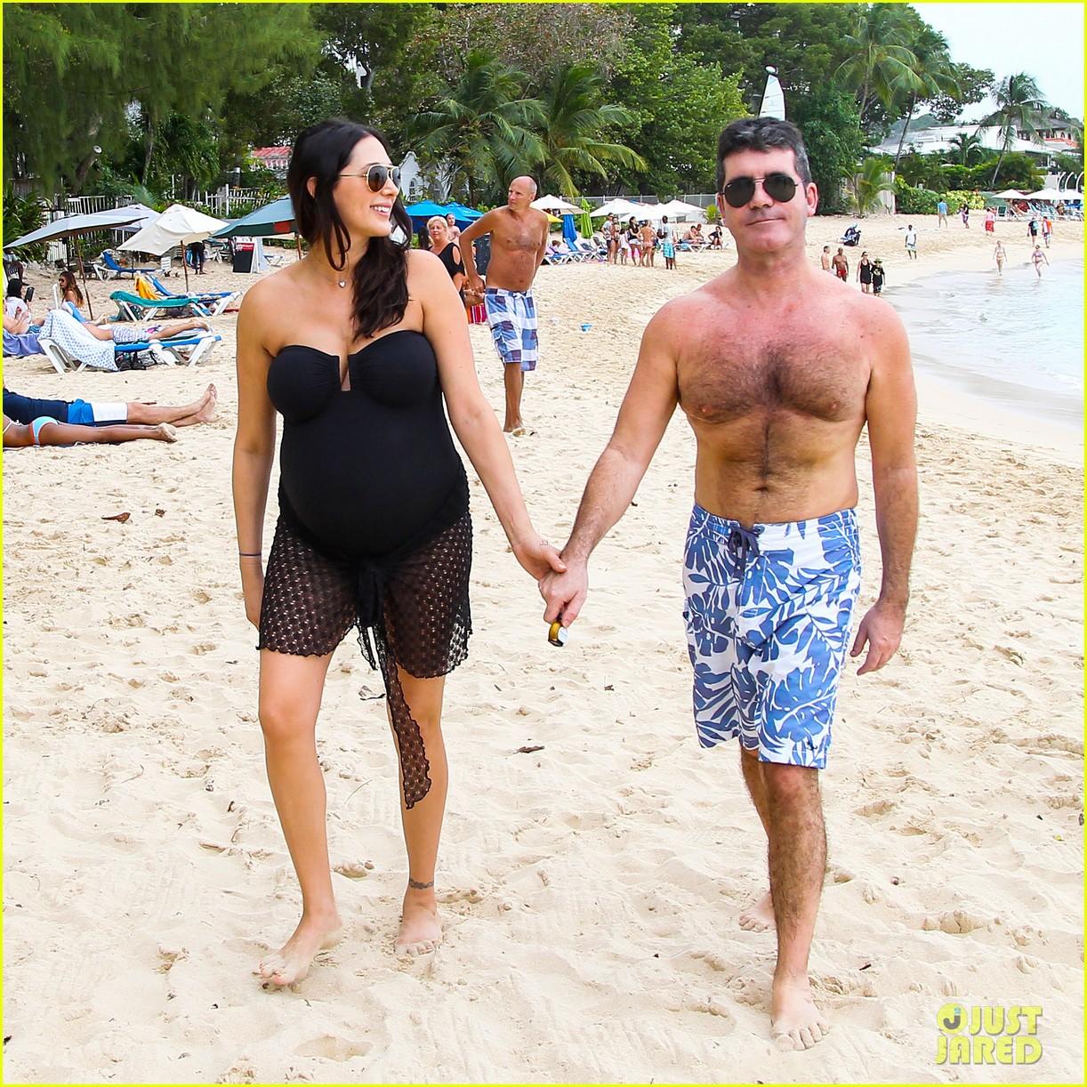 simon cowell shirtless beach stroll with pregnant girlfriend lauren silverman 03