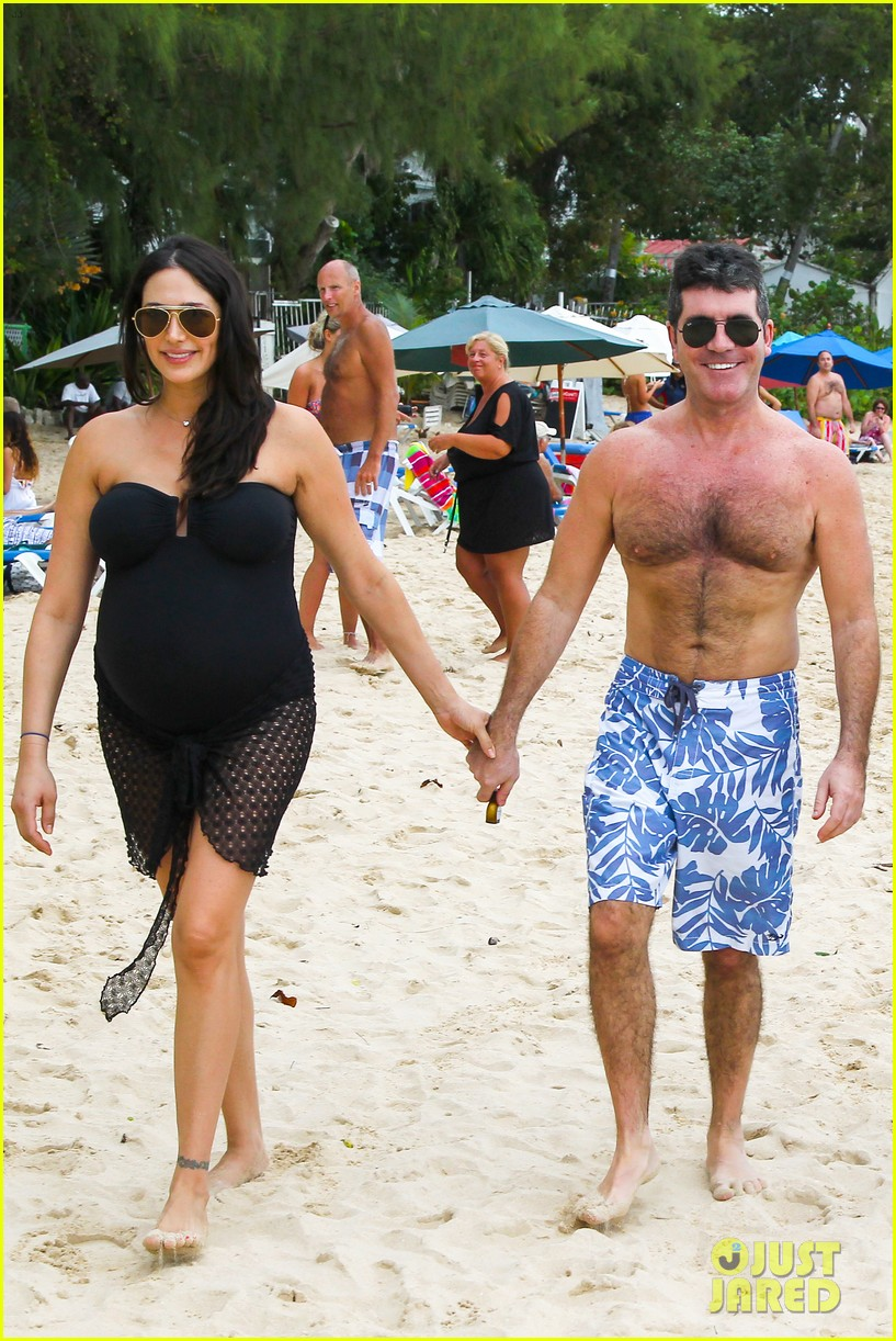 simon cowell shirtless beach stroll with pregnant girlfriend lauren silverman 063017992