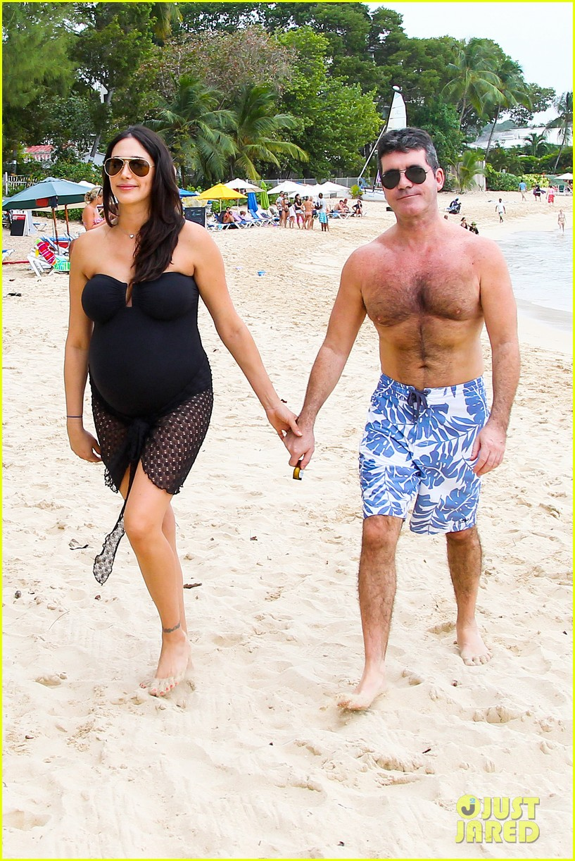simon cowell shirtless beach stroll with pregnant girlfriend lauren silverman 15
