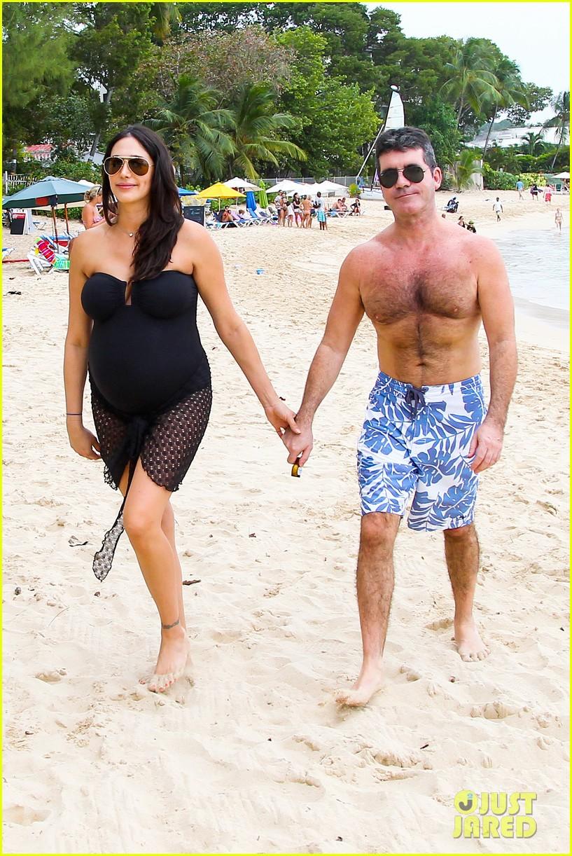 simon cowell shirtless beach stroll with pregnant girlfriend lauren silverman 153018001