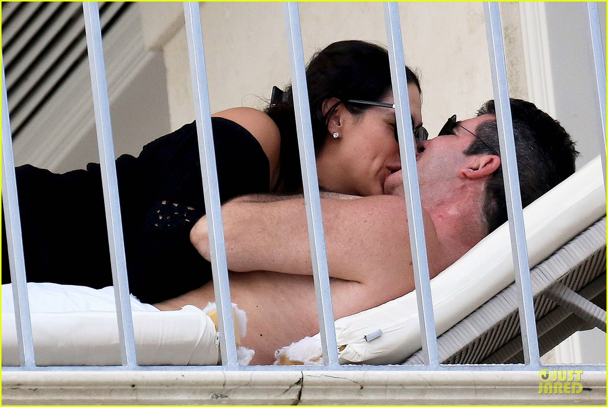 simon cowell lauren silverman kissing cuddling pair 04