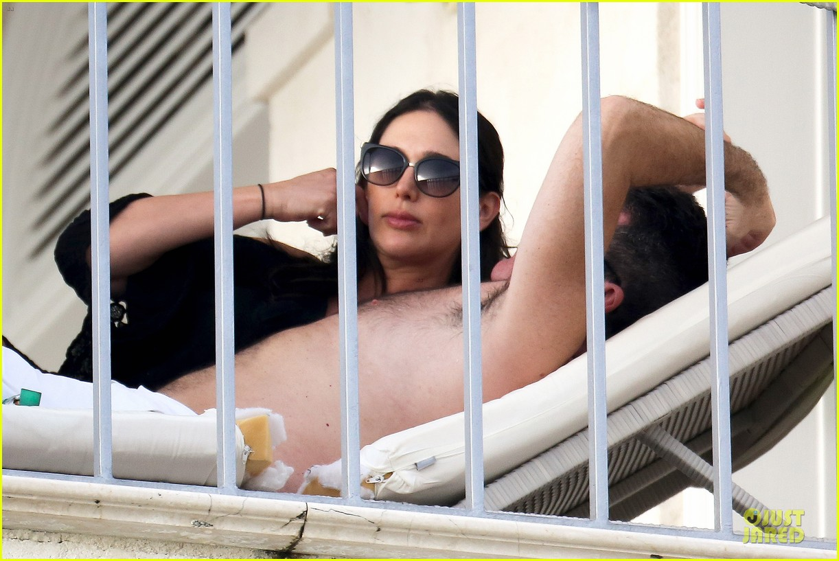 simon cowell lauren silverman kissing cuddling pair 13