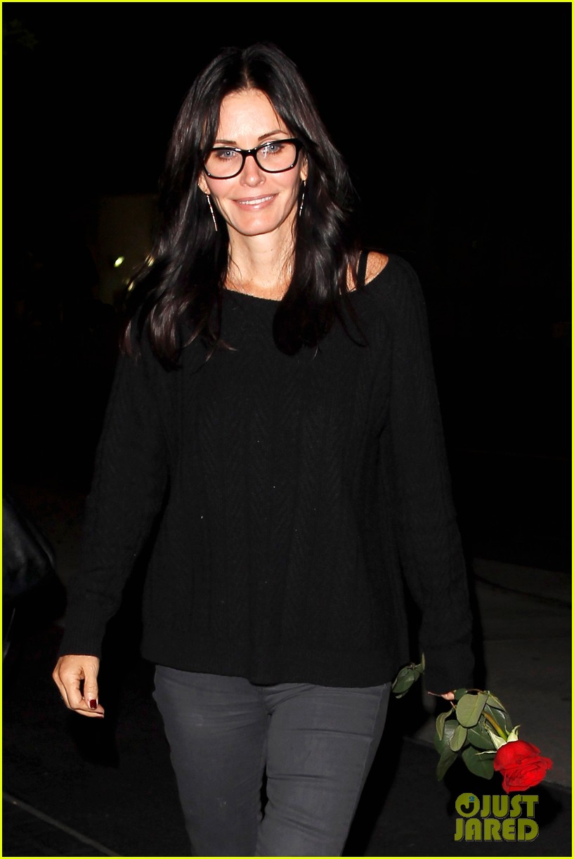 courteney cox busy philipps cougar town returns next month 12