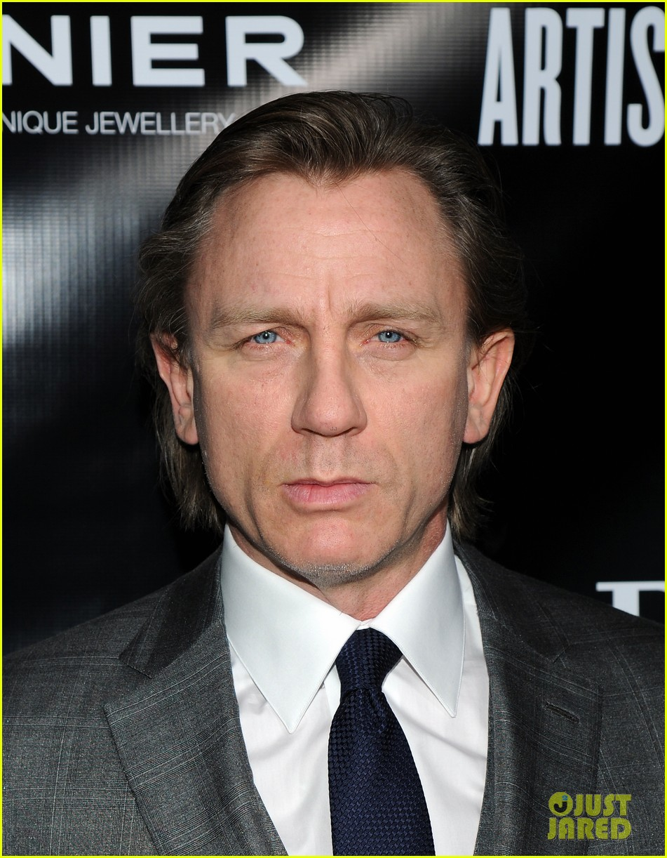 daniel craig artists for peace justice nyc holiday benefit 02