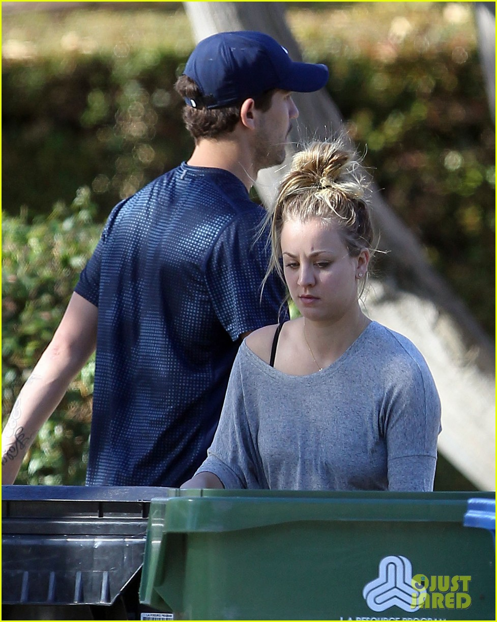 kaley cuoco ryan sweeting celebrate first christmas together 03