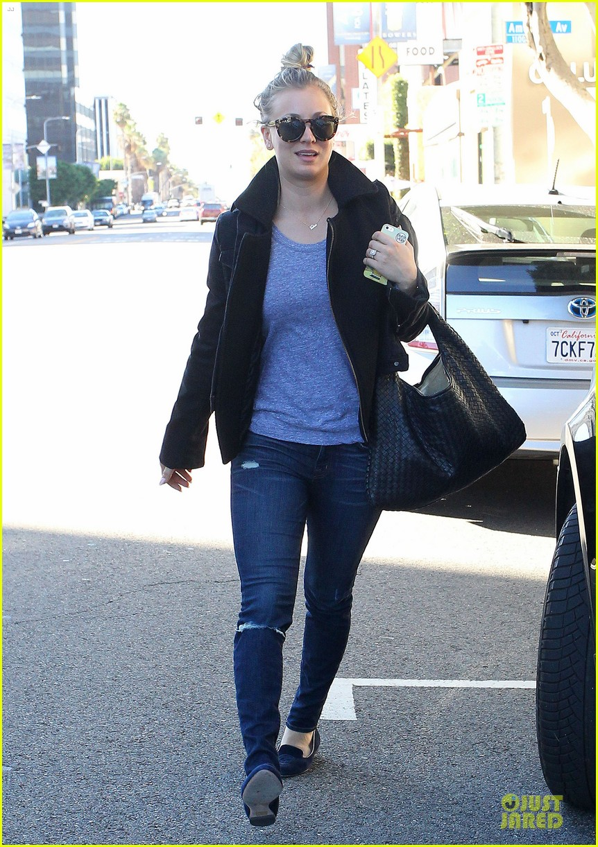 kaley cuoco hair appointment before the new year 03