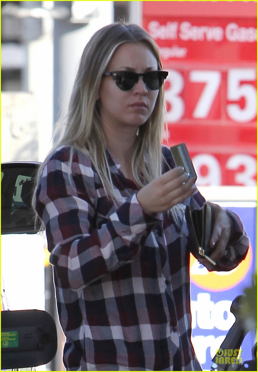 kaley cuoco we feel honored for big bang theory cast nods 023011565