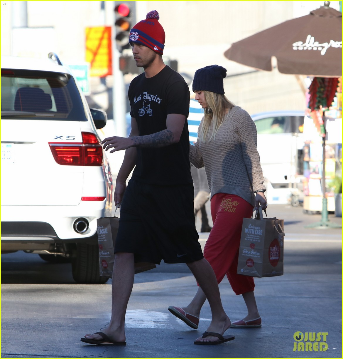 kaley cuoco ryan sweeting whole foods twosome 073012834