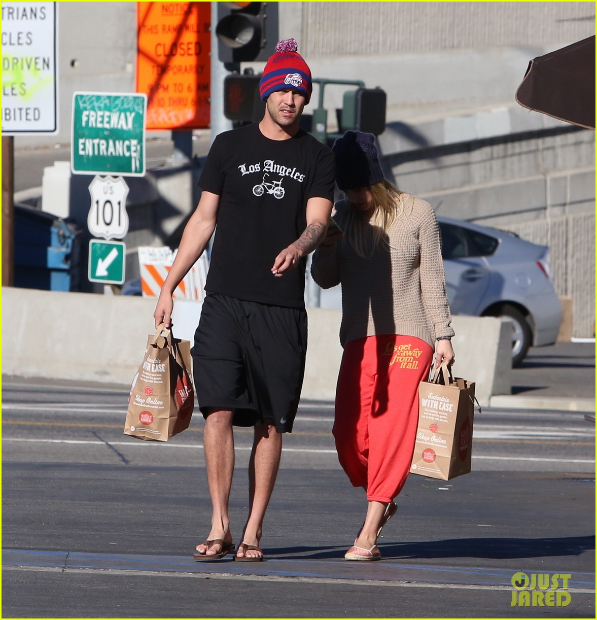 kaley cuoco ryan sweeting whole foods twosome 14