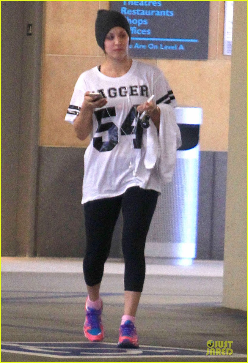kaley cuoco workout babe after gifting a new car to parents 06