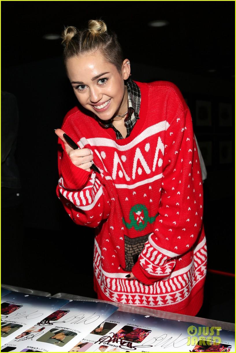 Miley Cyrus: Stolen Christmas Sweater at Tampa Jingle Ball!: Photo ...