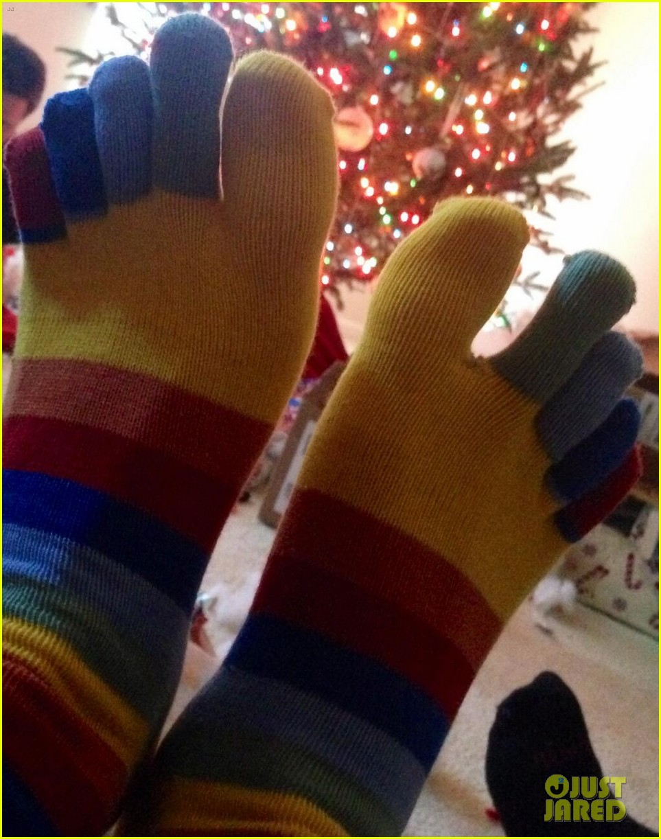 tom daley dustin lance black matching rainbow socks for christmas 03