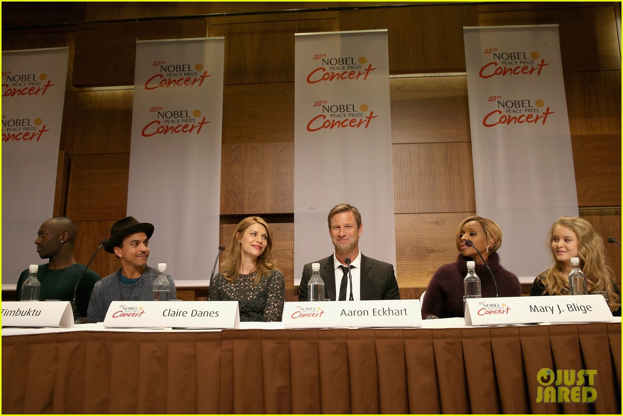 claire danes nobel peace prize ceremony conference 13