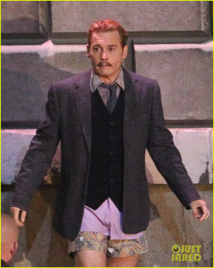 johnny depps pants fall to the ground while filming mortdecai 023008464