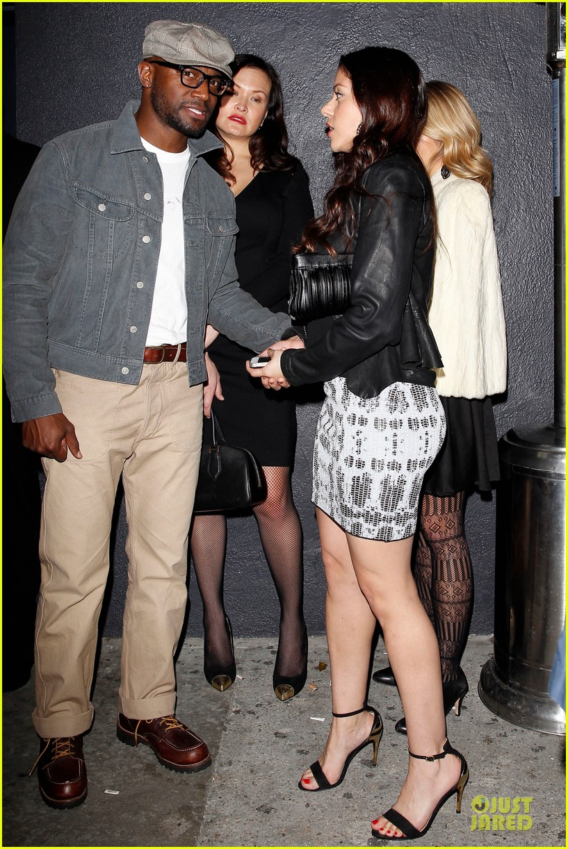 taye diggs hollywood club exit with three gal pals 013018974