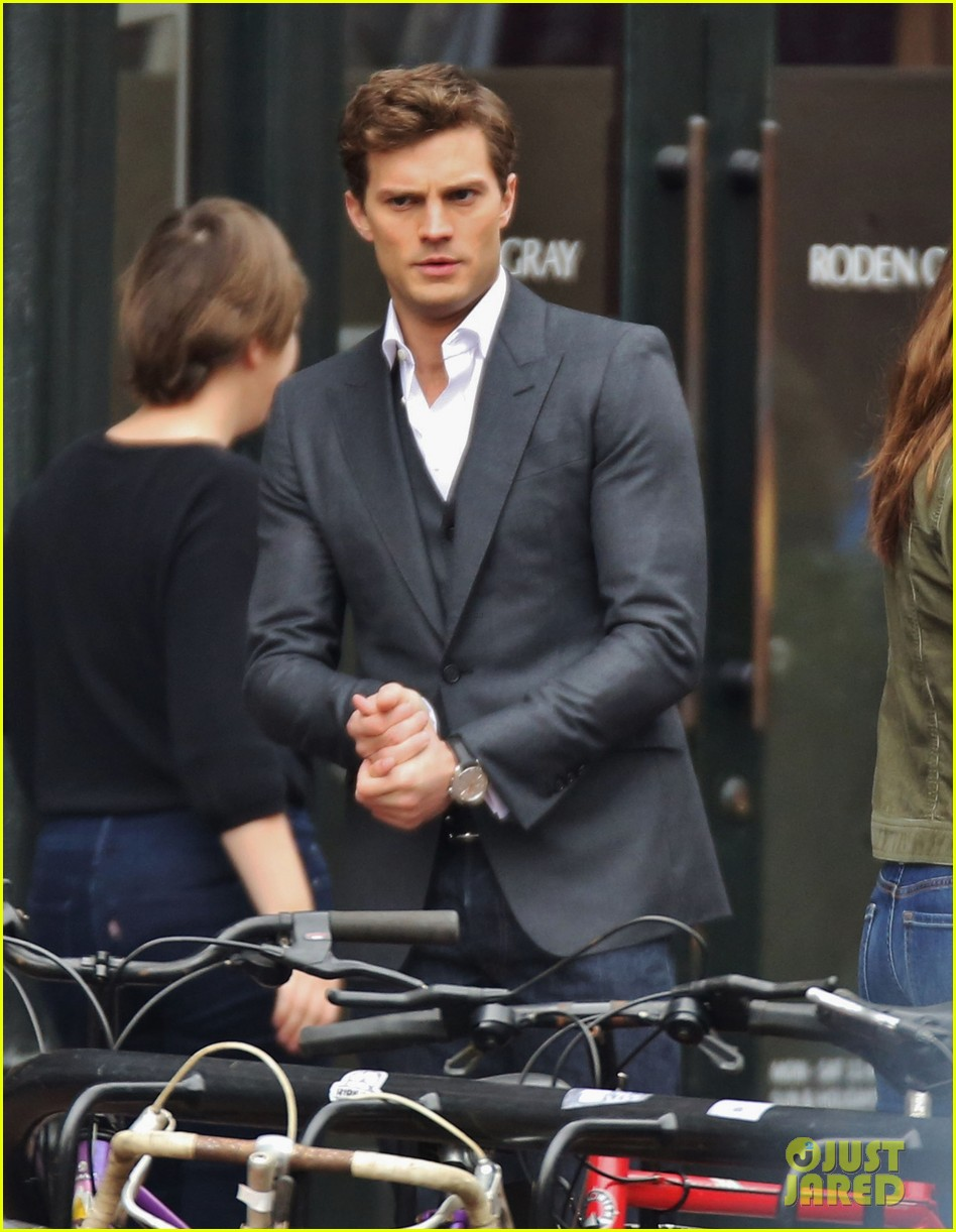 jamie dornan dakota johnson dance for fifty shades of grey 023014994