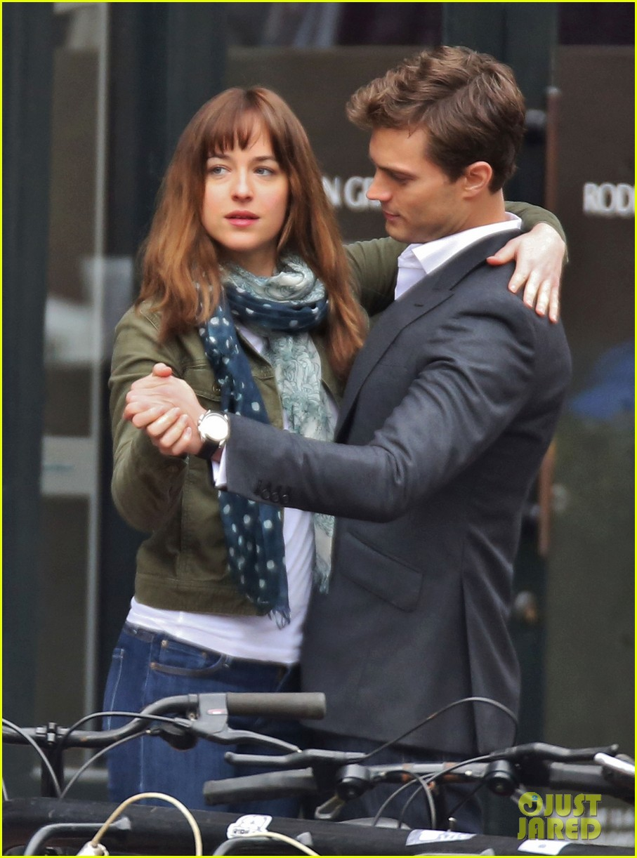 jamie dornan dakota johnson dance for fifty shades of grey 073014999